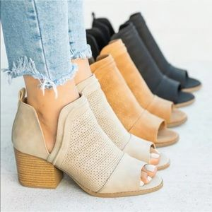 😍😍 Deep Side Cut Out Bootie
